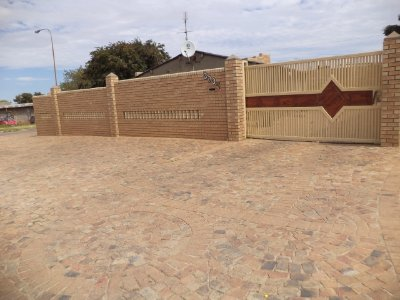 2 Bedroom House For Sale In Diepkloof, Johannesburg