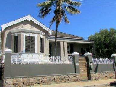 3 Bedroom House For Sale In Green Point, Atlantic Seaboard