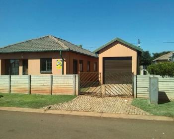 2 Bedroom House For Sale In Orchards Pretoria North