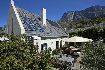 3 Bedroom House For Sale In Newlands, Southern Suburbs