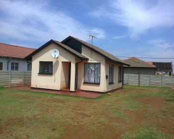 2 Bedroom House For Sale In Villa Lisa Boksburg