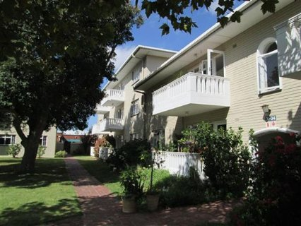 2 Bedroom Apartment For Sale In Pinelands, Southern Suburbs