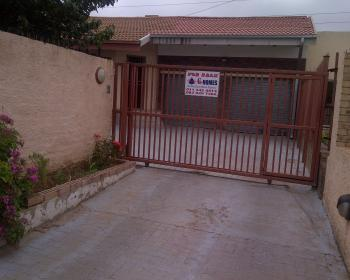 4 Bedroom House For Sale In Johannesburg South, Johannesburg