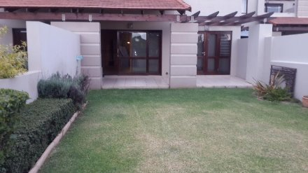 2 Bedroom Apartment For Sale In Fourways, Johannesburg