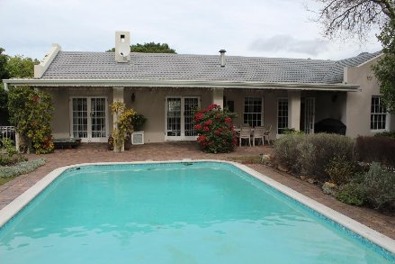 4 Bedroom House For Sale In Tokai, Southern Suburbs