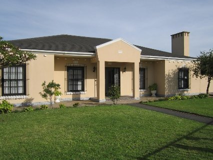 4 Bedroom House For Sale In Plumstead, Southern Suburbs