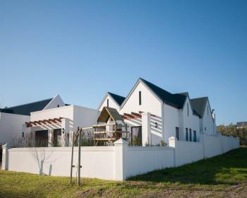 3 Bedroom House For Sale In Somerset West, Helderberg