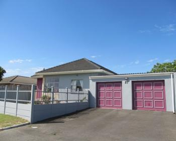 3 Bedroom House For Sale In Brackenfell, Northern Suburbs