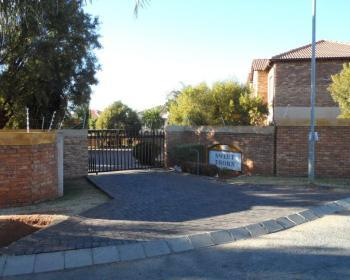 2 Bedroom Flat For Sale In Roodepoort, Johannesburg