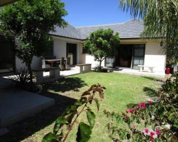 5 Bedroom House For Sale In Rondebosch, Southern Suburbs
