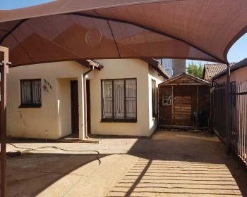 2 Bedroom House For Sale In Northern Pretoria, Pretoria