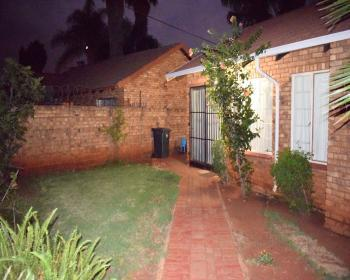 2 Bedroom House For Sale In Theresapark Pretoria