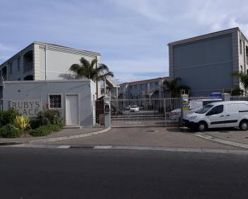 2 Bedroom Flat For Sale In Rondebosch, Southern Suburbs